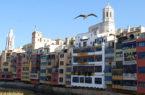Girona Case-sul-fiume-dai-colori-pastello