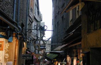 Mont Saint Michel le-strette-strade