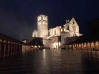 Assisi, Basilica di San Francesco di sera (foto: C. Guerriero © Mondointasca.it)