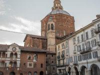 Pavia, Piazza della Vittoria con vista Broletto e Duomo (foto:©Matteo Marinelli ©Scilla Nascimbene Mondointasca.it)