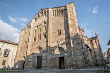Pavia rossa Basilica-di-San-Michele