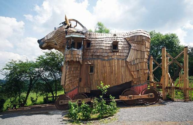 "hotel stravaganti ""The-Trojan-Horse""-La-Balade-des-Gnomes-Durbuy Belgio"