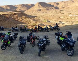 Mototuristi nel deserto