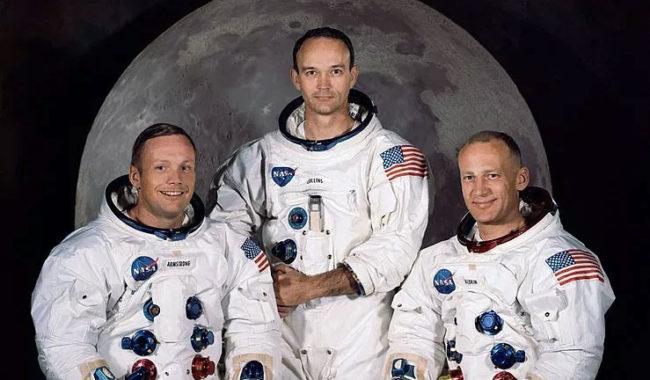 Foto ufficiale dell'equipaggio dell'Apollo 11: da sinistra Neil A. Armstrong, comandante; Michael Collins, pilota del modulo di comando; Edwin E. Aldrin Jr., pilota del modulo lunare.