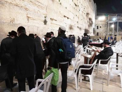 Masada 3e_Religiosi-al-Muro-del-Pianto,-Gerusalemme