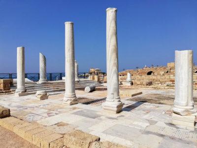 Cesarea, edificio marmoreo