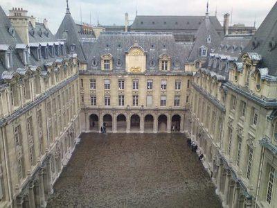 Erasmus cour_intérieur_de_la_Sorbonne_vue_du_haut_de_la_chapelle