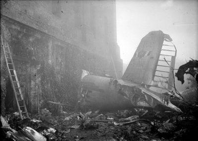 Publifoto Tragedia-di-Superga_-il-relitto-dell'aereo-su-cui-viaggiavano-i-giocatori-del-Grande-Torino,-5-6-maggio-1949-Archivio-Publifoto-Intesa-Sanpaolo