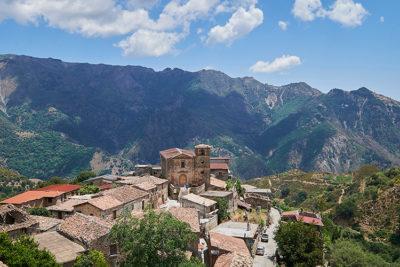 Aspromonte Gallicianò Panorama sull'abitato e Chiesa di San Giovanni Battista