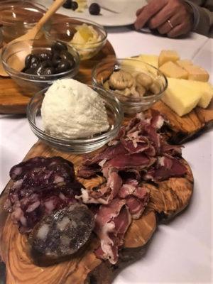 lavapiatti salumi,-olive,-ricotta,-castagne-e-formaggi-semistagionati-di-mucca-e-di-capra