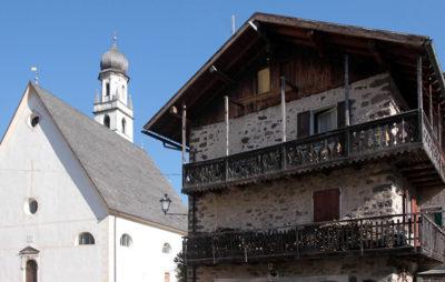 segni sparsi nel rurale Campanile-e-Chiesa