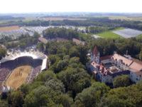 Veduta dall'alto del Castello di Kaltenberg e dell'arena centrale (foto Bildschirm 2019)