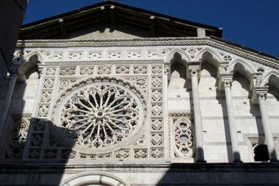 Carrara il-Duomo-facciata