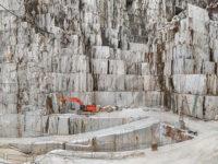 Cave di marmo di Canalgrande, Carrara Italy 2016, (photo(s) © Edward  Burtynsky, courtesy  Admira Photography,  Milan / Nicholas  Metivier Gallery, Toronto)*