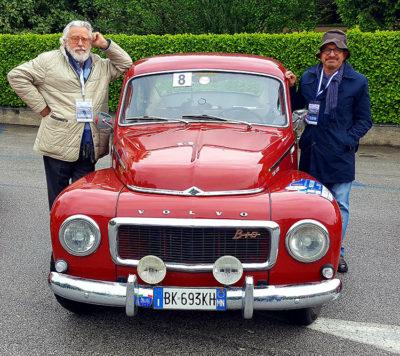 Due-partecipanti-Claudio-Pina-e-Paolo-Gamba-a-bordo-della-Volvo