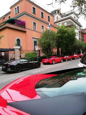 Ferrari sotto la-residenza-dell'ambasciatore-finlandese,-foto-G.-Nitti