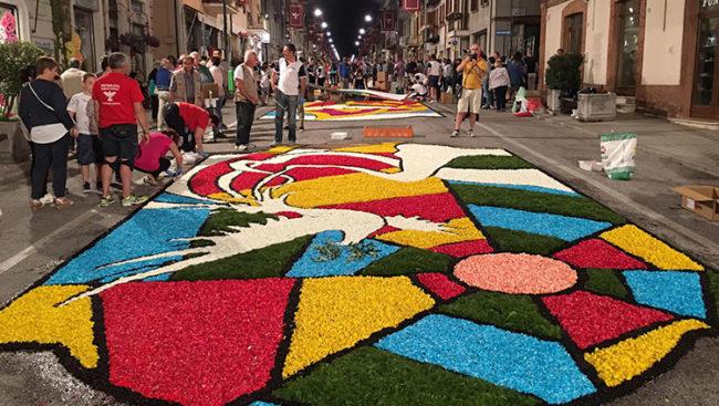 Castelraimondo, un mondo di petali e colori