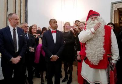 sin-l'ambasciatore-Janne-Taalas,-Fabio-Barone-e-Babbo-Natale-(Joulupukki)-foto-G.-Nitti