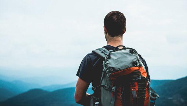 Backpacker, in viaggio co, solo zaino in spalla