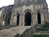 Puy en Velay, facciata della Cattedrale della Madonna Nera (Ph. D. Bragaglia ©Mondointasca.it)