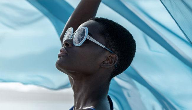 Zaini, occhiali, t-shirt, sneaker proiettati al futuro