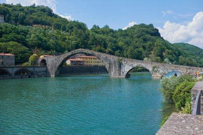 Borgo-a-Mezzano-Ponte-della-Maddalena-(o-Ponte-del-Diavolo)-sul-fiume-Serchio