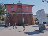 Forte dei Marmi piazza Garibaldi Fortino Lorenese (foto © emilio dati – mondointasca.it)