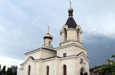 Moldova Monastero-vicino-al-monaco-eremita