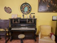 Pescaglia di Celle, casa-degli-avi-di-Puccini il pianoforte sul quale Puccini compose parte della Butterfly (foto: © emilio dati - Mondointasca.it)