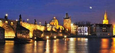 Praga-il-ponte-Carlo-di-sera