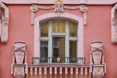 Quartiere-ebraico-(Josefov)-Atlanti-in-stile-Cubista-(1919-1921)-©-emilio-dati