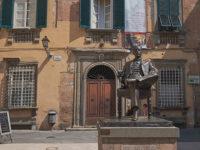 Statua di Puccini su Piazza Cittadella, opera di Vito Tongiani (foto: © emilio dati - Mondointasca.it)