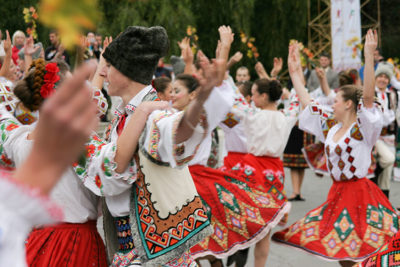 Traditional-dances-during-Wine-Festival