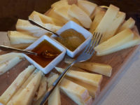Norcineria Eatvalley, formaggi da degustare in senso orario (foto © emilio dati – mondointasca.it)