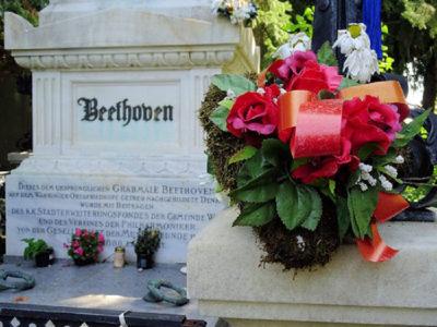 la-tomba-di-Beethoven-a-Vienna's-Zentralfriedhof,-foto-enturismo-Vienna