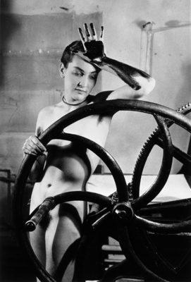 Erotique voilée, Meret Oppenheim à la presse chez Louis Marcoussis