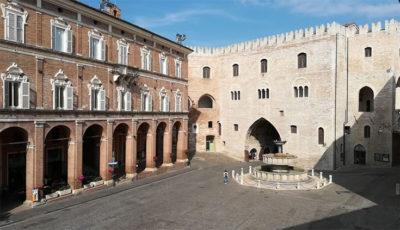 Frasassi Experience Fabriano-centro-storico-Palazzo-del-Podesta (foto: pietro ricciardi © mondointasca.it)