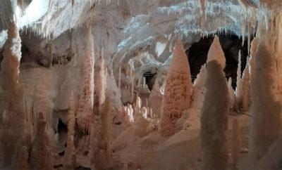 La-meraviglia-delle-Grotte-di-Frasassi (foto: pietro ricciardi © mondointasca.it)