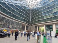 La piazza di Palazzo Lombardia con gli stand per il Festival della mobilità elettrica