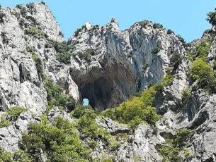 Parco regionale Gola della Rossa e di Frasassi (foto: pietro ricciardi © mondointasca.it)