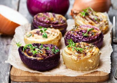 itinerari gustosi cipolle-al-forno-credits-cucina-fanpage