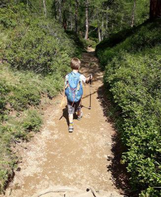 Camminare-lungo-i-sentieri