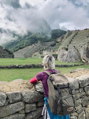 Cusco-Conpemplazione delle rovine archeologiche (foto: federica gögele © mondointasca.it)