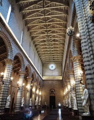 Duomo-Orvieto-Le-statue-ai-lati,-foto-G.-Nitti