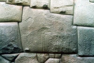 Cusco-pietra-dai-dodici-angoli (foto: federica gögele © mondointasca.it)