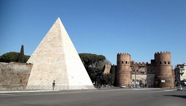Roma, la Piramide Cesta e Porta San Paolo