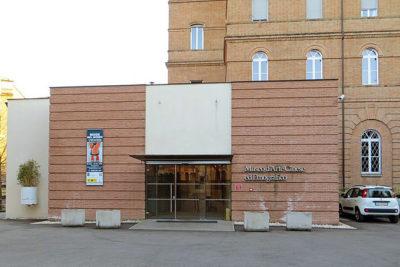 moda Casa_madre_dei_Missionari_Saveriani_(Parma)_-_ingresso_al_Museo_d'arte_