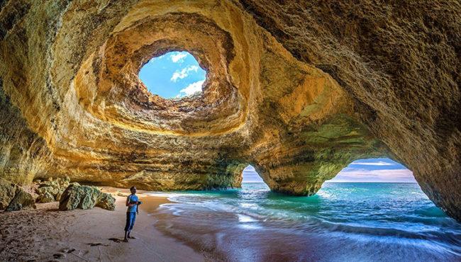 Portogallo, grotta nel mare di Benagil