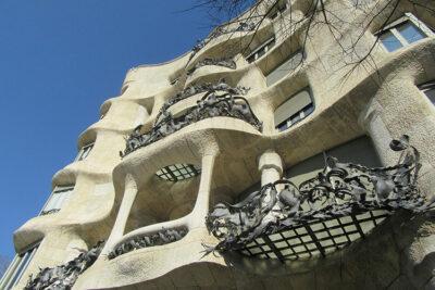 Sosta-a-Barcellona-facciata-della-Pedrera-di-Gaudi