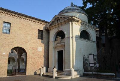 Tomba-di-Dante,-Ravenna